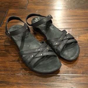 Keen sandals size 8.5 in EUC